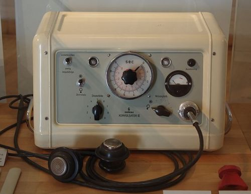 siemens konvulsator electroshock therapy machine (image from wikipedia)